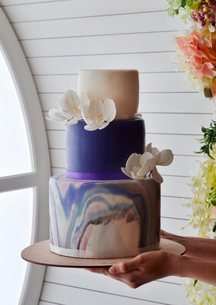 фиолетовый свадебный торт