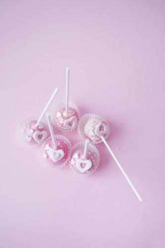 розовые кейкпопсы