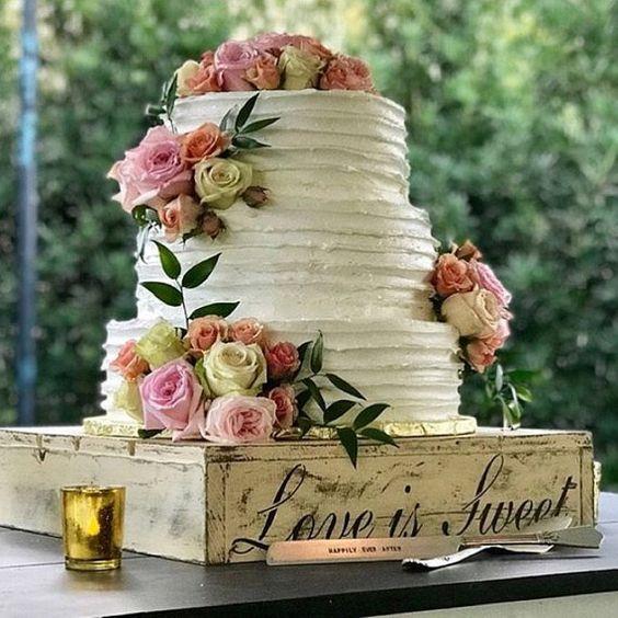 торт на подставке