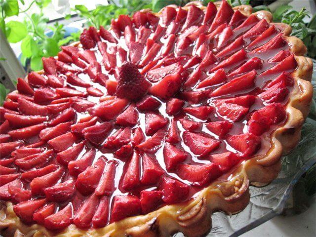 торт из клубники украшение