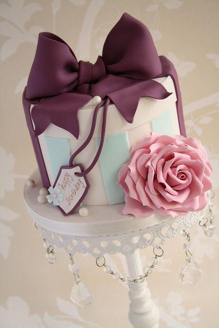 Торт в форме подарка
