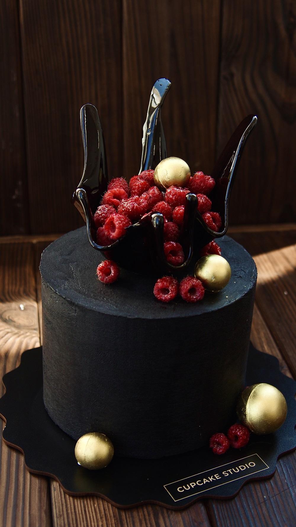 Черный торт Малиновая ваза