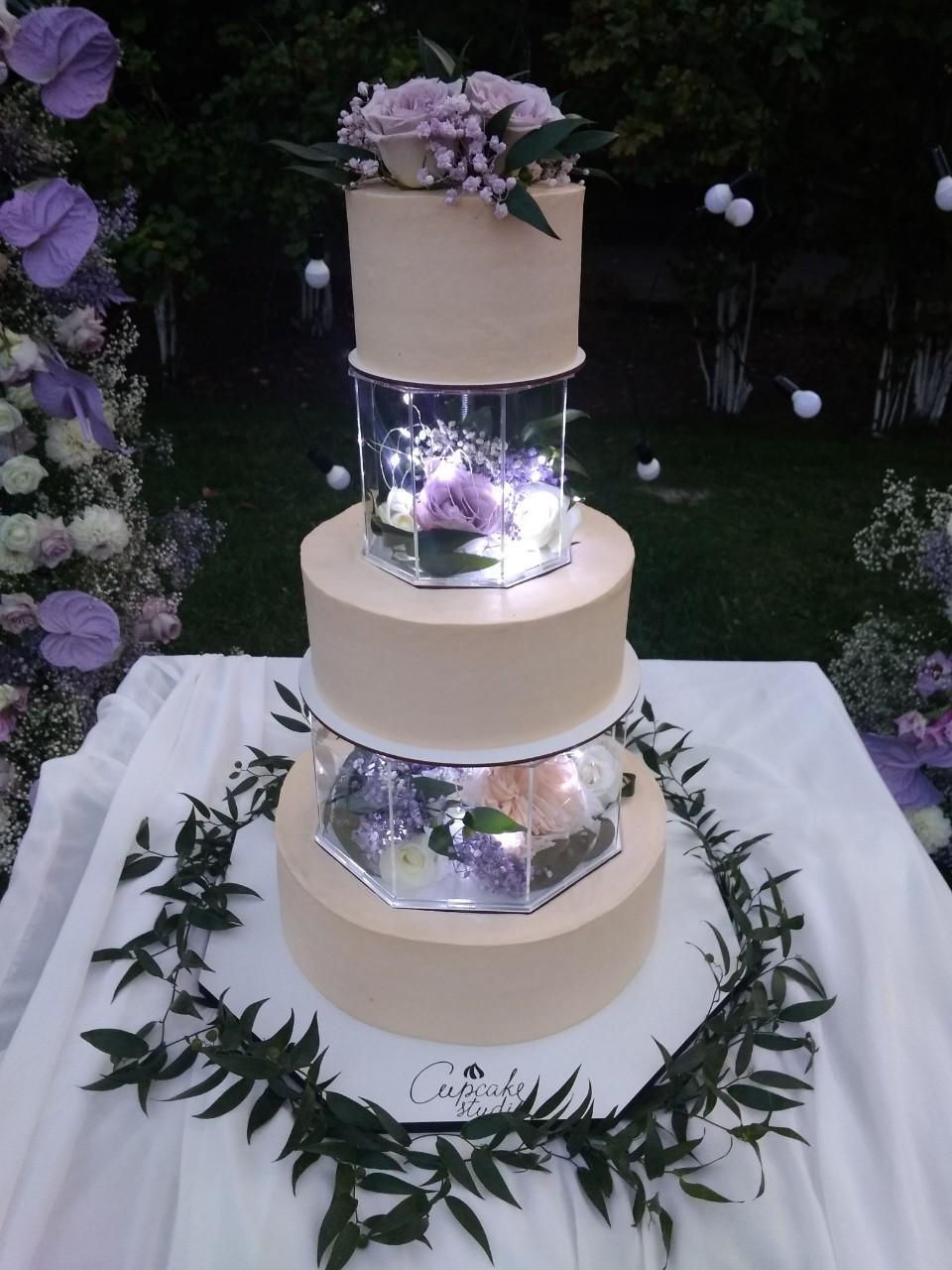 Свадебный торт с фонариками