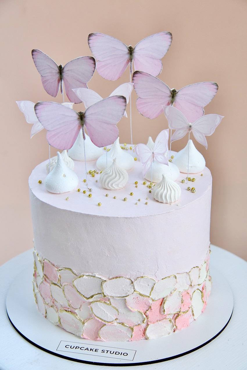 Праздничный торт с бабочками