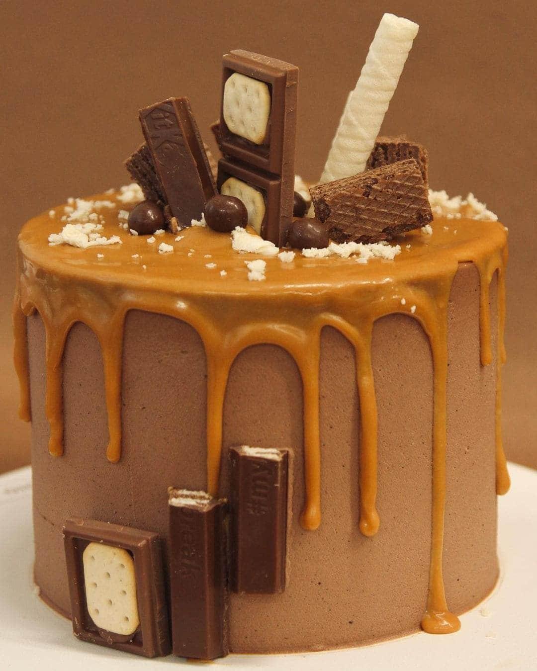 Карамельный торт с вафлей кик-кат