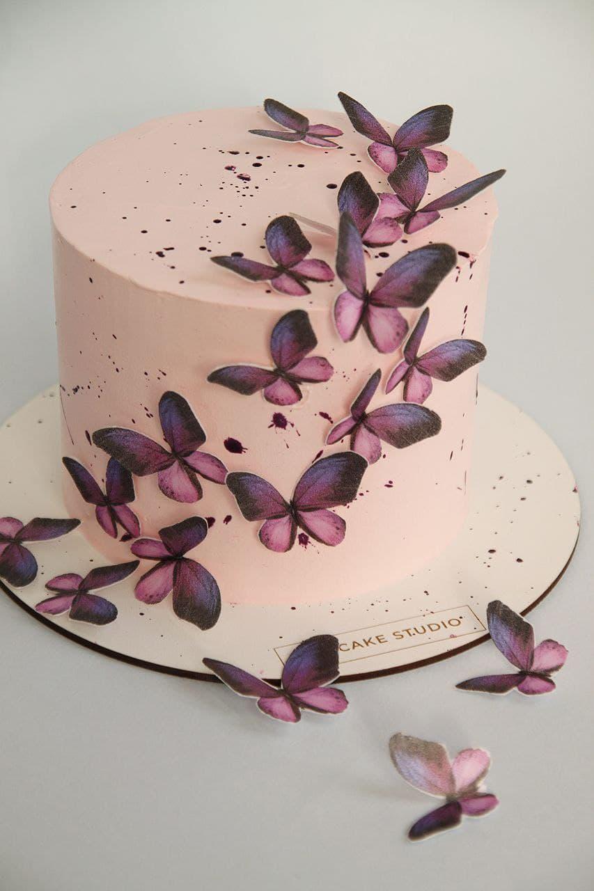 Праздничный торт с бабочками из рисовой бумаги