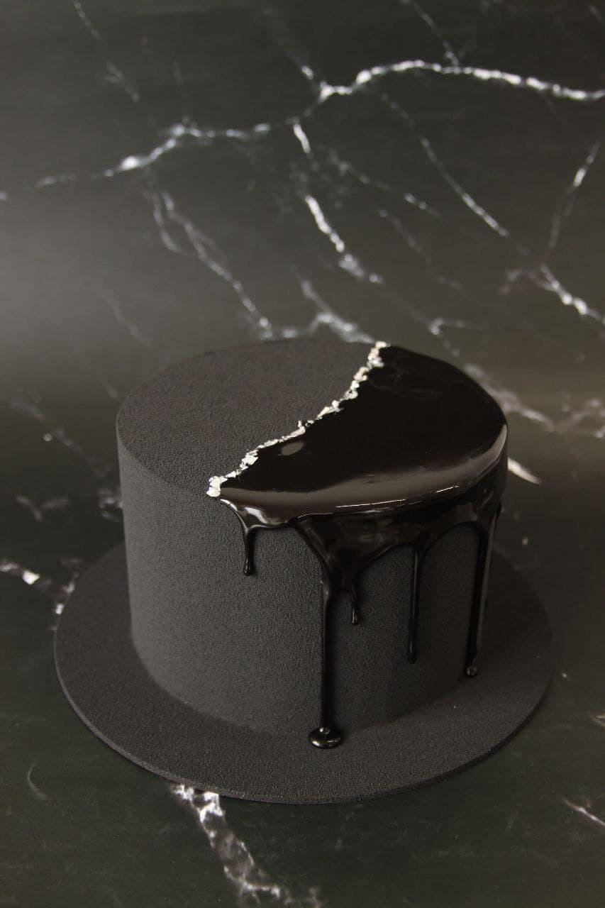 Торт черный велюровый