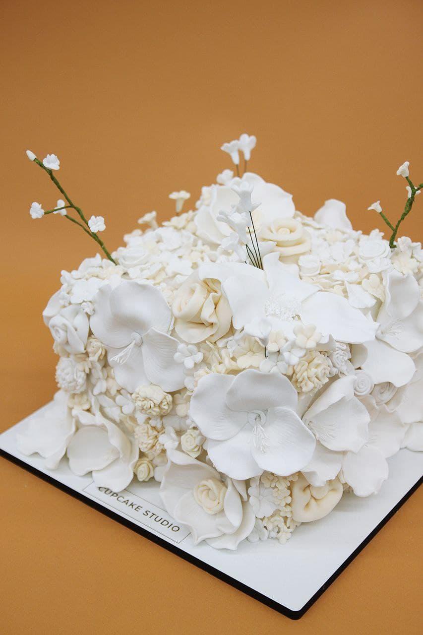 свадебные торты с цветами из мастики