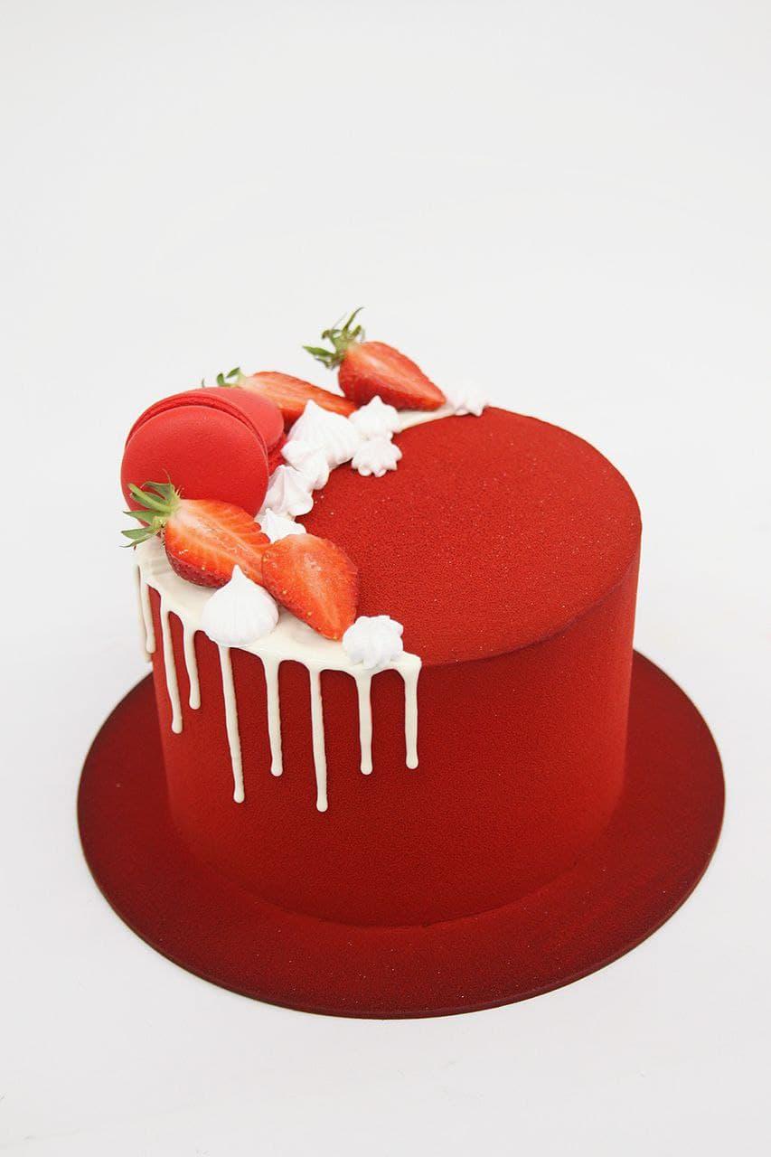 велюровый торт с клубникой