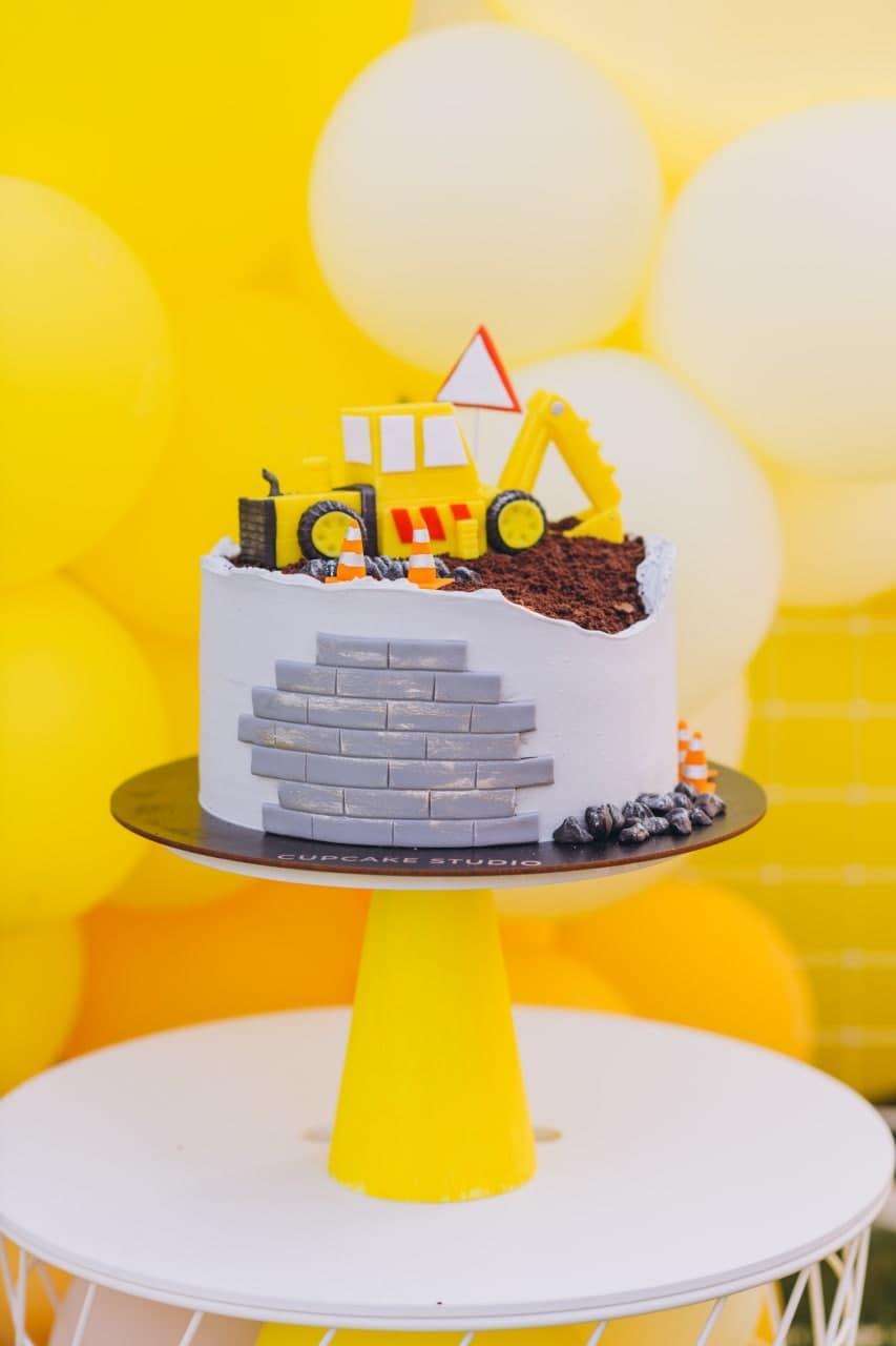 детский торт с экскаватором